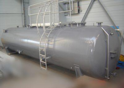 Oil water tank